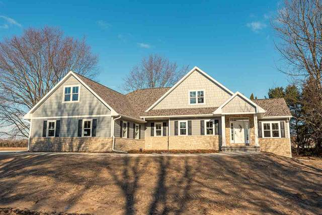 2581 Huntington Way, Suamico, WI 54173 (#50219424) :: Todd Wiese Homeselling System, Inc.