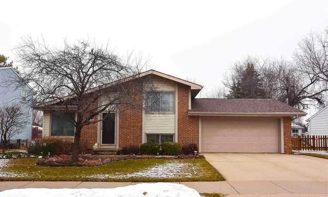 1140 W 19TH Avenue, Oshkosh, WI 54902 (#50219527) :: Todd Wiese Homeselling System, Inc.