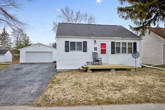 1221 Hillcrest Drive, Kaukauna, WI 54130 (#50219588) :: Todd Wiese Homeselling System, Inc.