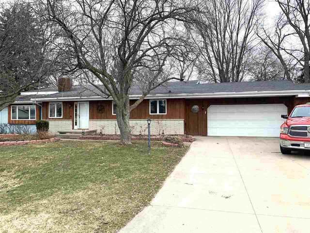 1130 W Hiawatha Drive, Appleton, WI 54911 (#50219623) :: Todd Wiese Homeselling System, Inc.