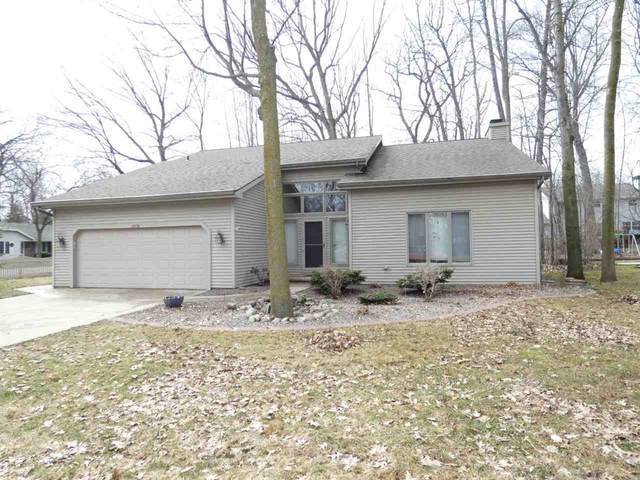 1974 Treeland Drive, Green Bay, WI 54303 (#50219752) :: Dallaire Realty