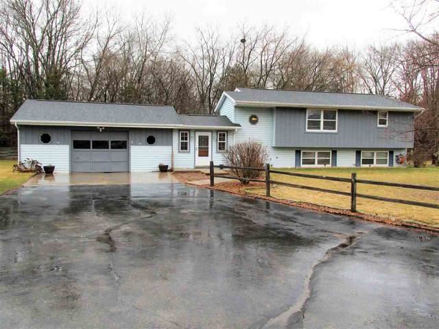 3154 Golden Hours Court, Suamico, WI 54173 (#50219799) :: Todd Wiese Homeselling System, Inc.