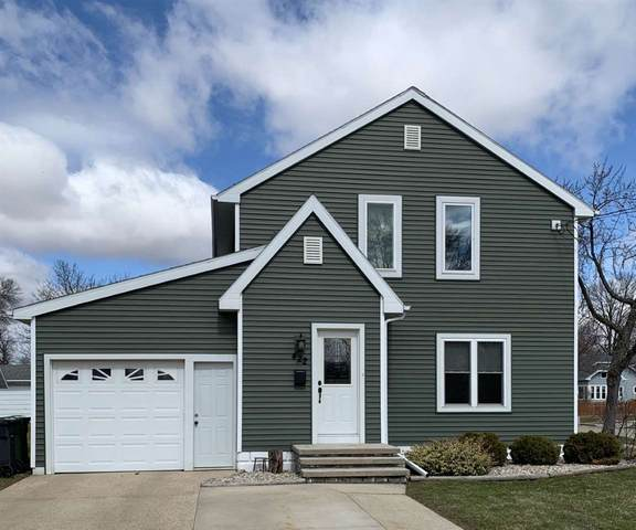 422 E 1ST Street, Kimberly, WI 54136 (#50219856) :: Todd Wiese Homeselling System, Inc.