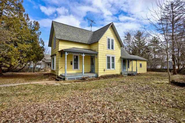 421 Van Street, Waupaca, WI 54981 (#50219863) :: Todd Wiese Homeselling System, Inc.