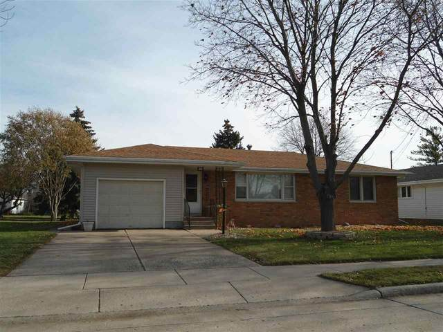 924 S Sawyer Street, Oshkosh, WI 54902 (#50219878) :: Todd Wiese Homeselling System, Inc.