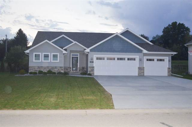 2067 Luxury Drive, Suamico, WI 54313 (#50219887) :: Todd Wiese Homeselling System, Inc.