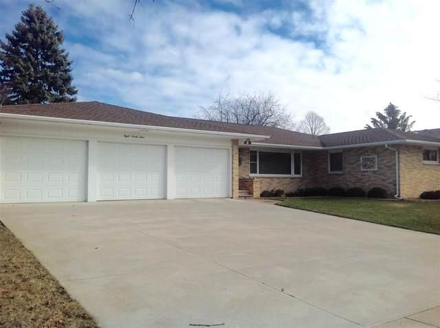 824 Leeward Court, Oshkosh, WI 54901 (#50219914) :: Todd Wiese Homeselling System, Inc.