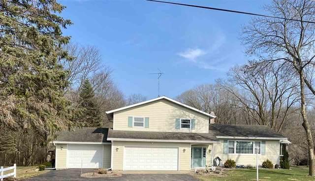 N5437 Glen Echo Road, Fond Du Lac, WI 54937 (#50220012) :: Todd Wiese Homeselling System, Inc.