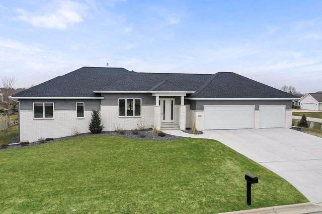 4004 Three Penny Court, De Pere, WI 54115 (#50220092) :: Todd Wiese Homeselling System, Inc.