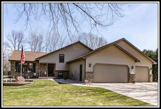1 Ash Grove Place, Kaukauna, WI 54130 (#50220131) :: Todd Wiese Homeselling System, Inc.