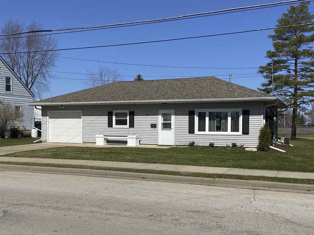 824 Main Street, Wrightstown, WI 54180 (#50220293) :: Todd Wiese Homeselling System, Inc.