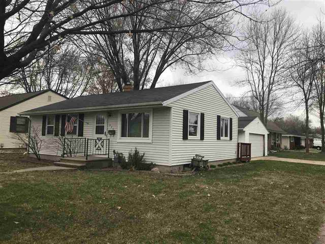 435 Suburban Drive, De Pere, WI 54115 (#50220331) :: Todd Wiese Homeselling System, Inc.