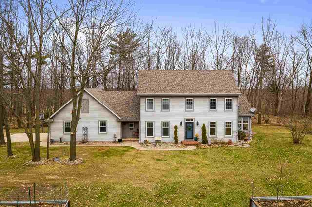 W9315 Givens Road, Hortonville, WI 54944 (#50220427) :: Todd Wiese Homeselling System, Inc.