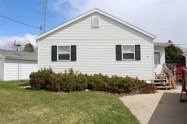 925 S 35TH Street, Manitowoc, WI 54220 (#50220544) :: Todd Wiese Homeselling System, Inc.