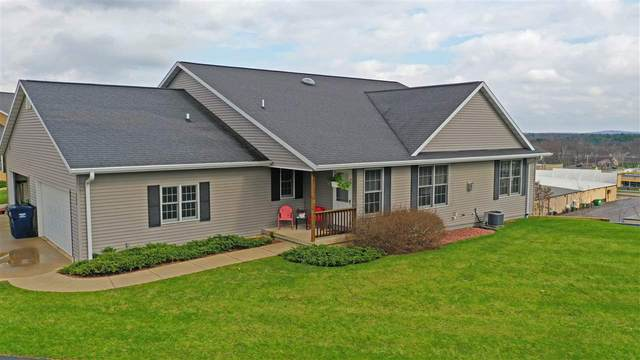 200 Vista Court A, Waupaca, WI 54981 (#50221027) :: Todd Wiese Homeselling System, Inc.