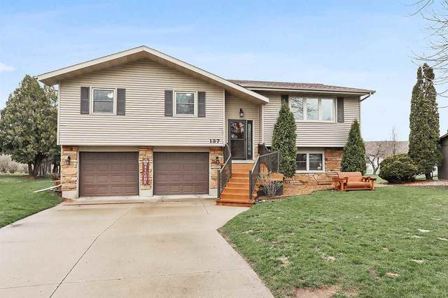 137 Hillock Court, Appleton, WI 54914 (#50221136) :: Todd Wiese Homeselling System, Inc.
