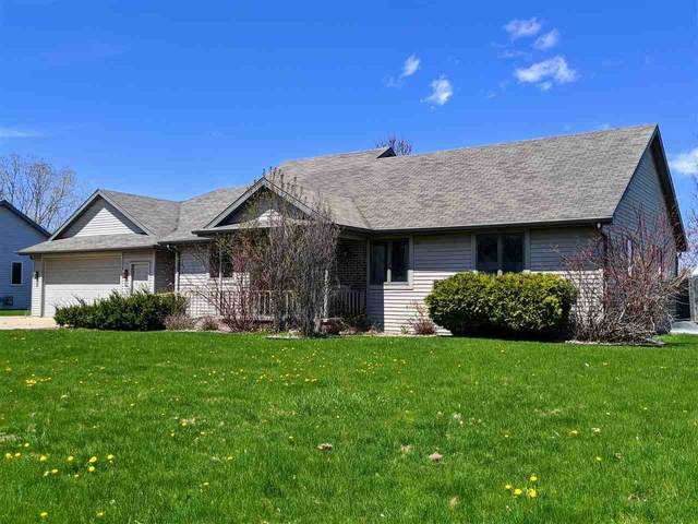 1310 E Greenbrier Drive, Appleton, WI 54911 (#50221595) :: Todd Wiese Homeselling System, Inc.