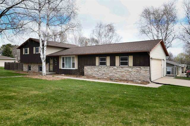 946 Pawn Drive, Green Bay, WI 54313 (#50221805) :: Todd Wiese Homeselling System, Inc.