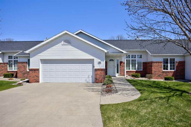935 W Windtree Drive, Appleton, WI 54914 (#50221996) :: Todd Wiese Homeselling System, Inc.