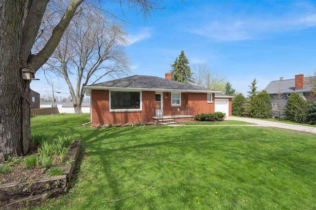 1019 Main Street, Luxemburg, WI 54217 (#50222172) :: Todd Wiese Homeselling System, Inc.