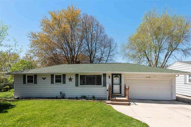 1110 S Fisk Street, Green Bay, WI 54304 (#50222319) :: Todd Wiese Homeselling System, Inc.