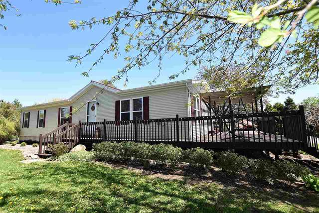 652 Clairville Road, Oshkosh, WI 54904 (#50222355) :: Todd Wiese Homeselling System, Inc.