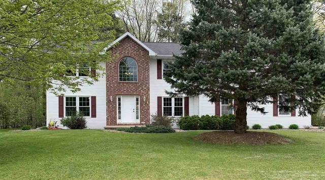 2114 Kingfisher Lane, Suamico, WI 54313 (#50222400) :: Todd Wiese Homeselling System, Inc.
