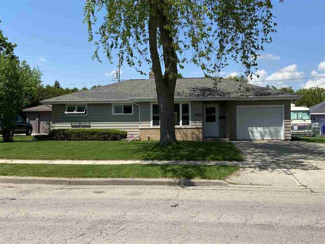 1900 E Glendale Avenue, Appleton, WI 54911 (#50222502) :: Todd Wiese Homeselling System, Inc.