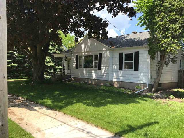 902 Waugoo Avenue, Oshkosh, WI 54901 (#50222799) :: Todd Wiese Homeselling System, Inc.
