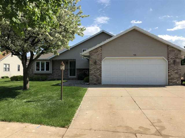 725 Stonegate Drive, Kimberly, WI 54136 (#50222816) :: Dallaire Realty