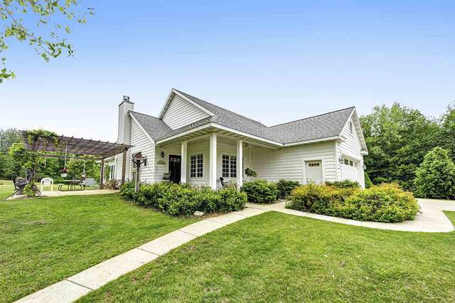 1817 Bonk Lane, Little Suamico, WI 54141 (#50222980) :: Todd Wiese Homeselling System, Inc.