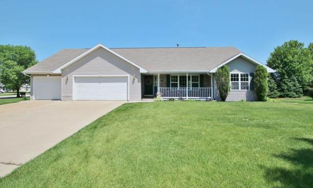 946 Pinecrest Road, Green Bay, WI 54313 (#50222985) :: Todd Wiese Homeselling System, Inc.