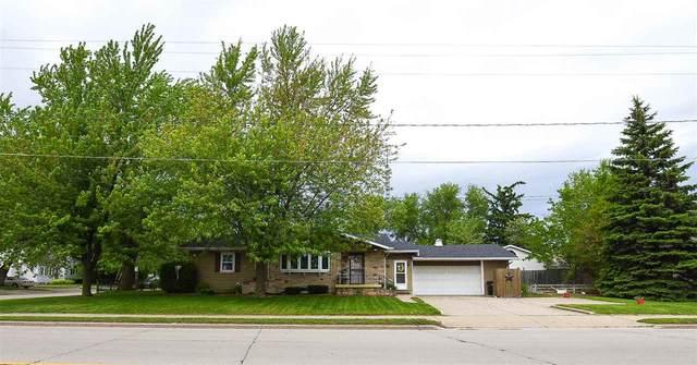 218 W 20TH Avenue, Oshkosh, WI 54902 (#50223005) :: Todd Wiese Homeselling System, Inc.