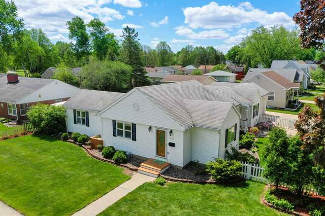 1099 Hickory Hill Drive, Green Bay, WI 54304 (#50223034) :: Todd Wiese Homeselling System, Inc.