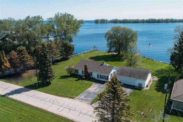 2502 Lontail Beach Lane, Suamico, WI 54173 (#50223108) :: Todd Wiese Homeselling System, Inc.
