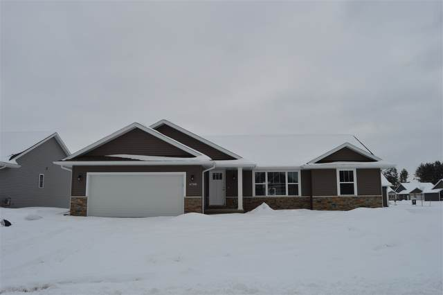 2703 Lawrence Drive, De Pere, WI 54115 (#50223260) :: Todd Wiese Homeselling System, Inc.