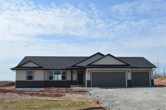 2709 Lawrence Drive, De Pere, WI 54115 (#50223264) :: Todd Wiese Homeselling System, Inc.