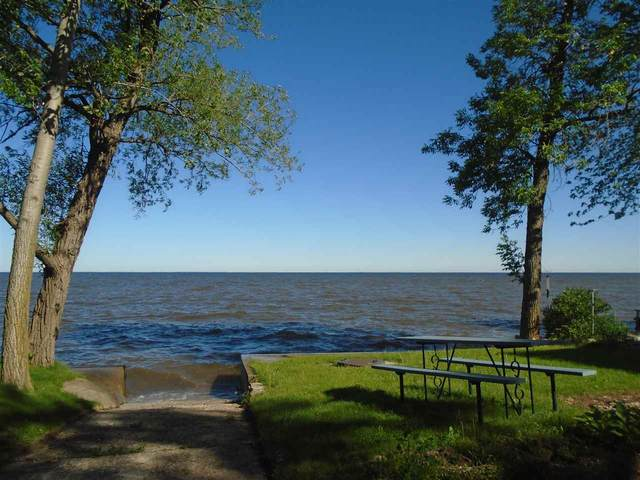 175 Sun N Surf Drive, Luxemburg, WI 54217 (#50223622) :: Todd Wiese Homeselling System, Inc.