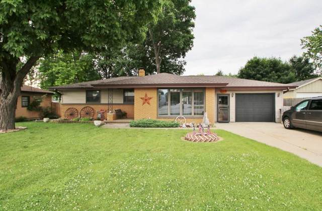 2107 S Ridge Road, Green Bay, WI 54304 (#50224064) :: Todd Wiese Homeselling System, Inc.