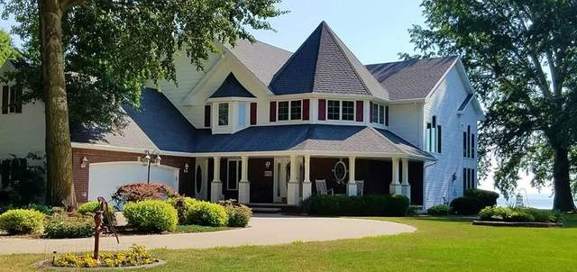 2710 Shorewood Drive, Oshkosh, WI 54901 (#50224435) :: Todd Wiese Homeselling System, Inc.