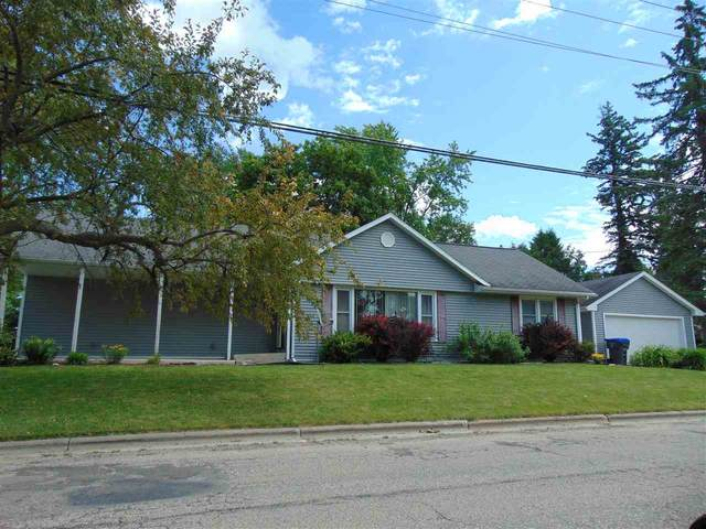 620 W Beacon Avenue, New London, WI 54961 (#50224542) :: Todd Wiese Homeselling System, Inc.