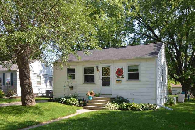 2008 Oakdale Avenue, Green Bay, WI 54302 (#50224615) :: Todd Wiese Homeselling System, Inc.