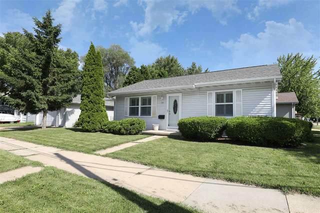 320 E Linwood Avenue, Oshkosh, WI 54901 (#50224631) :: Todd Wiese Homeselling System, Inc.
