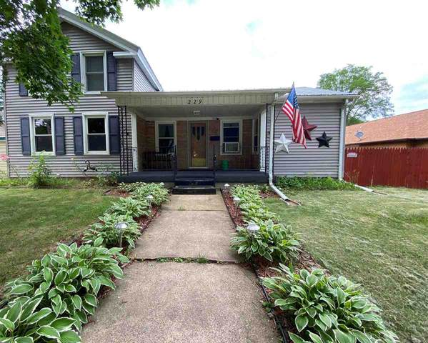 229 N Wisconsin Street, Berlin, WI 54923 (#50224656) :: Dallaire Realty