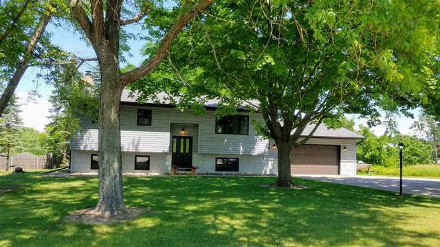 1939 Southland Lane, New London, WI 54961 (#50224661) :: Todd Wiese Homeselling System, Inc.