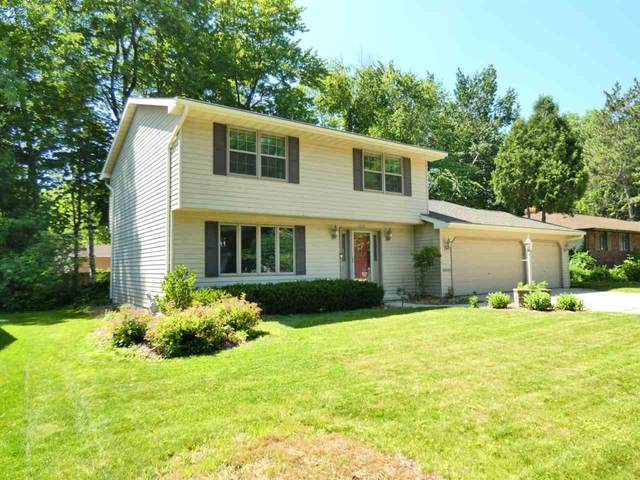 1970 Knotty Pine Drive, Green Bay, WI 54304 (#50224664) :: Todd Wiese Homeselling System, Inc.