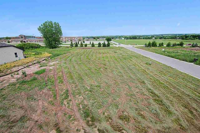 635 Diversity Drive, De Pere, WI 54115 (#50224681) :: Todd Wiese Homeselling System, Inc.