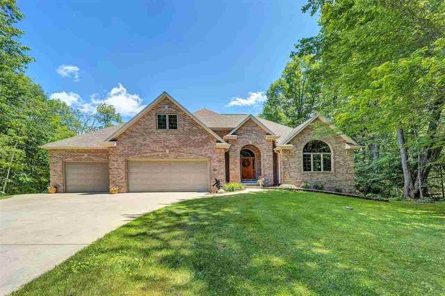 3592 Royal Oaks Court, Suamico, WI 54173 (#50224719) :: Todd Wiese Homeselling System, Inc.