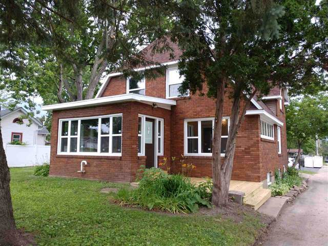 207 E Beacon Avenue, New London, WI 54961 (#50224744) :: Todd Wiese Homeselling System, Inc.