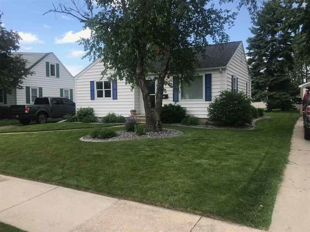 811 Coolidge Street, Neenah, WI 54956 (#50225218) :: Todd Wiese Homeselling System, Inc.